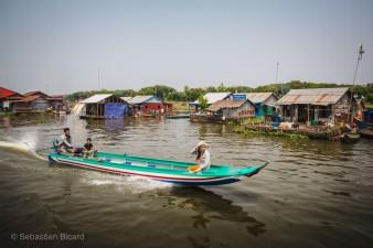 A narrow canoe powers up the river between Battambang and Tonlé Sap. Cambodia, March 2014.